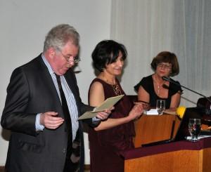 Roland Kayser, Directeur de PHI, et Jasmina Šopova, fille et traductrice d'Aco Šopov.