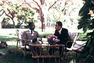 Aco Shopov dhe Leopold Sedar Sengor në rezidencën e tij presidenciale në Dakar, viti 1975