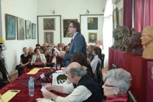 Vele Smilevski, président de la Société des écrivains de Macédoine, à la promotion du facsimilé du livre Poèmes (1944) d'Aco Šopov. Skopje, le 7 octobre 2014.